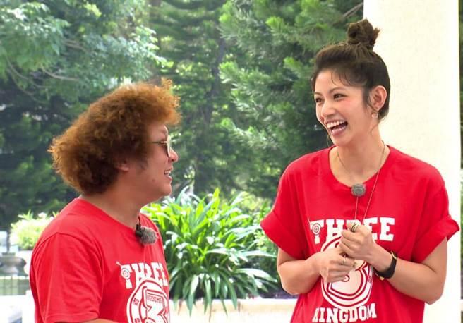 納豆(左)與李千那有好交情。(台視提供)