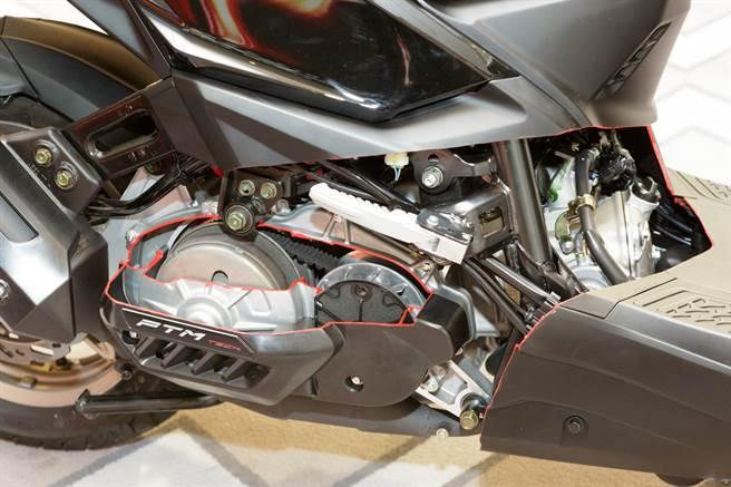 传承自AK550独立后摇臂、PTM 传动系统等科技,为白牌旗舰KRV带来卓越的驾驭感、达到「人车一体」的最高境界。(图/业者提供)