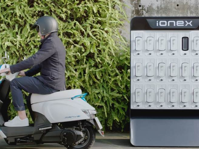 IONEX是一個換電、電能網絡的total solution,最重要目標是滿足B2B的運用、為客戶解決營運上的問題,並協助其獲利。而其面對地狹人稠的都會環境,IONEX電能網也便利的以換電形式提供消費者最佳化的移動方案。(圖/業者提供)