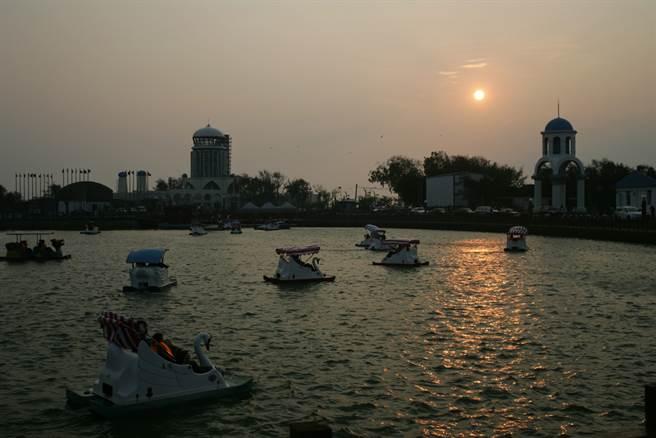在南寮漁港點了「2蟹1魚1菜」,結帳時竟然要價2340元。(示意圖/Shutterstock)