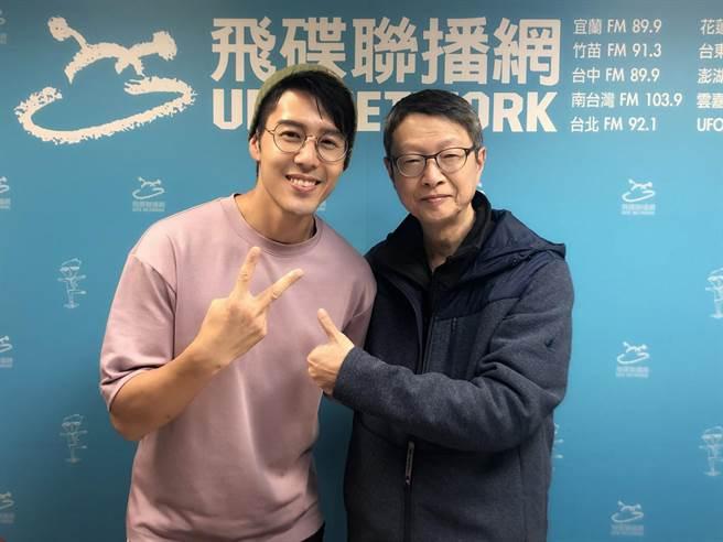 《王牌辯護人》胡宇威與導演黃志翔到廣播節目「夜光家族」宣傳。(東森電視提供)