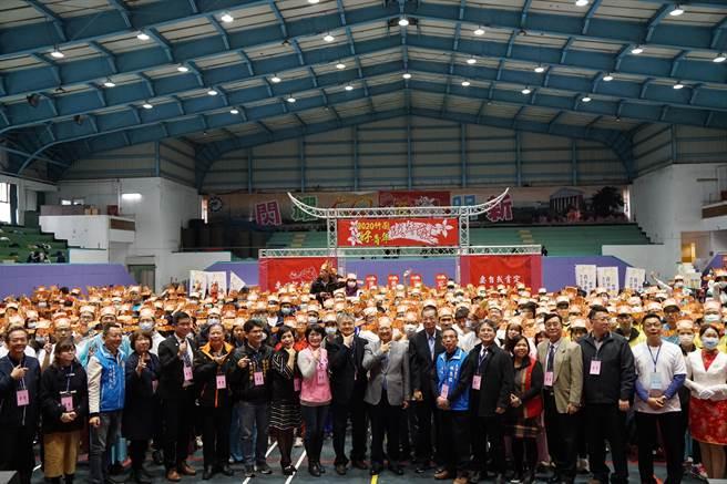新竹縣政府首度舉辦「2020竹縣好青年成年禮活動」,4日上午於明新科技大學登場,吸引縣內10所高中、職上百名學生參與。(莊旻靜攝)