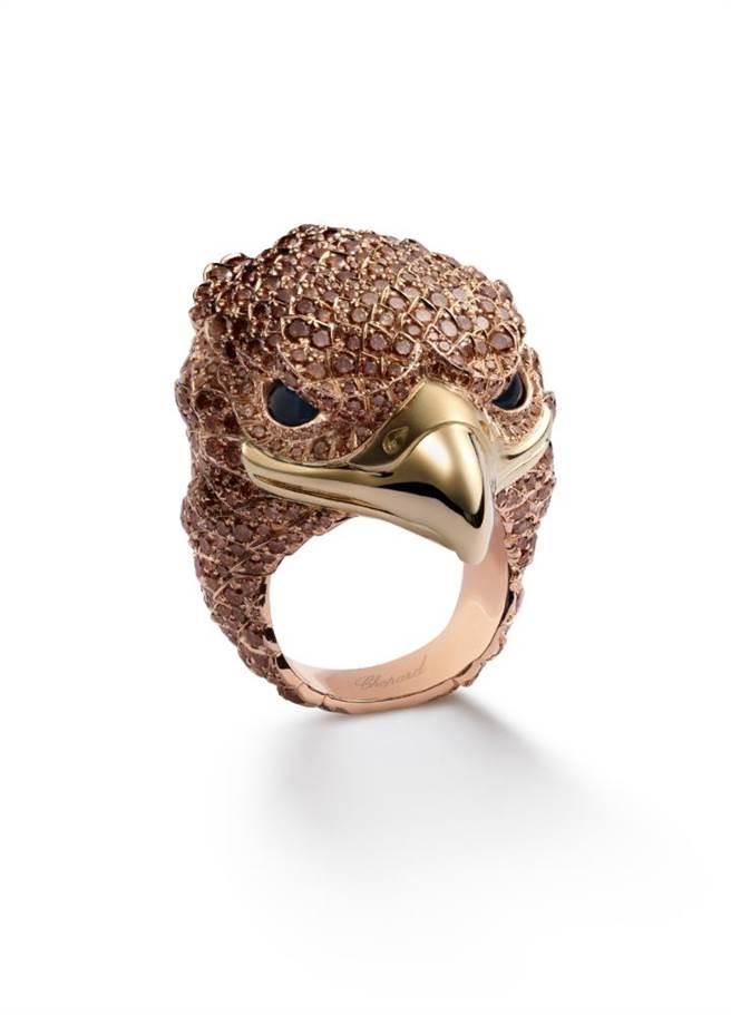 蕭邦Red Carpet老鷹戒指,展現優異的彩寶鑲嵌技術,栩栩如生。(CHOPARD提供)