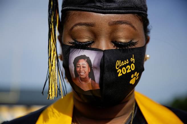 今年對全世界許多畢業學生來說也是變動劇烈的一年。(圖/美聯社)