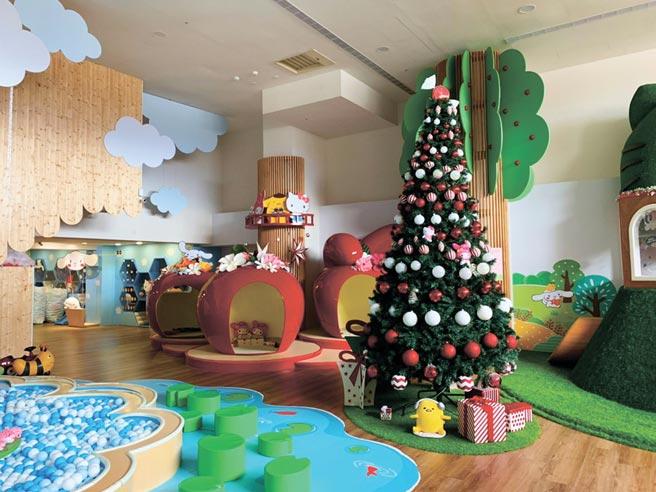 Hello Kitty蘋果村親子餐廳洋溢濃濃耶誕味。圖/蘋果村提供