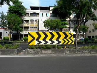 路邊見詭異「><」導引標誌 台南人也傻了