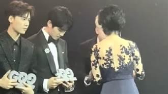 最年輕影帝提名上台領獎「獎盃破大洞」尷尬了