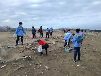 守護海洋關愛環境 成功國中數資班師生來淨灘