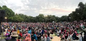台南耶誕跨年首波「野餐音樂會」 5000人湧入麻豆總爺藝文中心好熱鬧