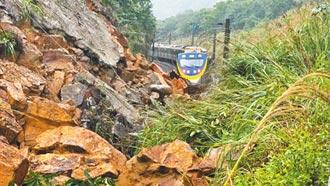 山崩壓軌 400旅客險活埋 北迴深澳宜蘭平溪線中斷 北台交通恐亂4天