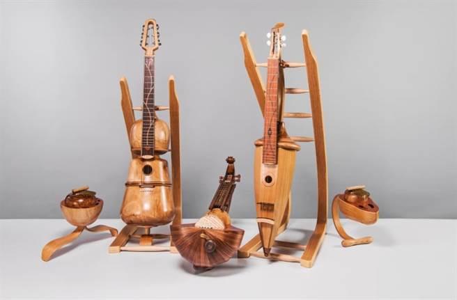 台灣工藝競賽二等獎由陳柏丞作品「賽瑟爾拉的製琴師」拿下。(新光三越提供)