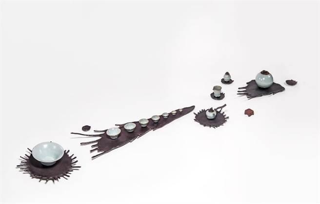 台灣工藝競賽三等獎由陳志強作品「潑墨粉青」獲得。(新光三越提供)