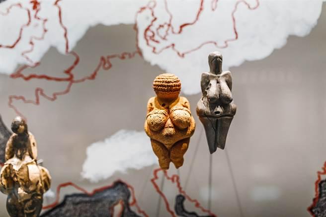 冰河時期的男性因食物不易取得,理想女性體態往往是泡芙女。圖為奧地利歷史博物館收藏的女神像。(圖/Shutterstock)