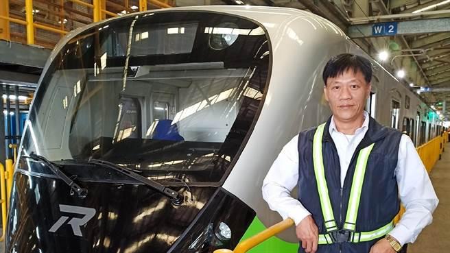 台铁资深机员陈振芳机警救了全车400人,也被大讚为台铁英雄。(图/翻摄自陈振芳脸书)