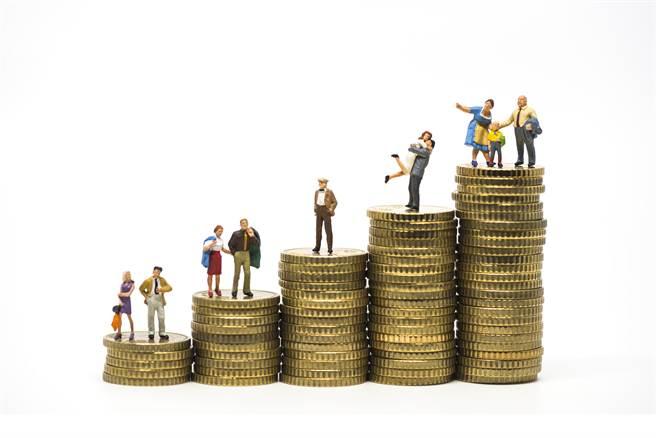 在台北要扛起一個家,究竟要多少錢才夠?(示意圖/shutterstock)