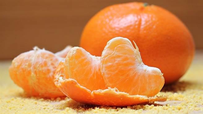 橘子的營養成分豐富,是冬天最當季營養的水果之一。(示意圖/Pixabay)