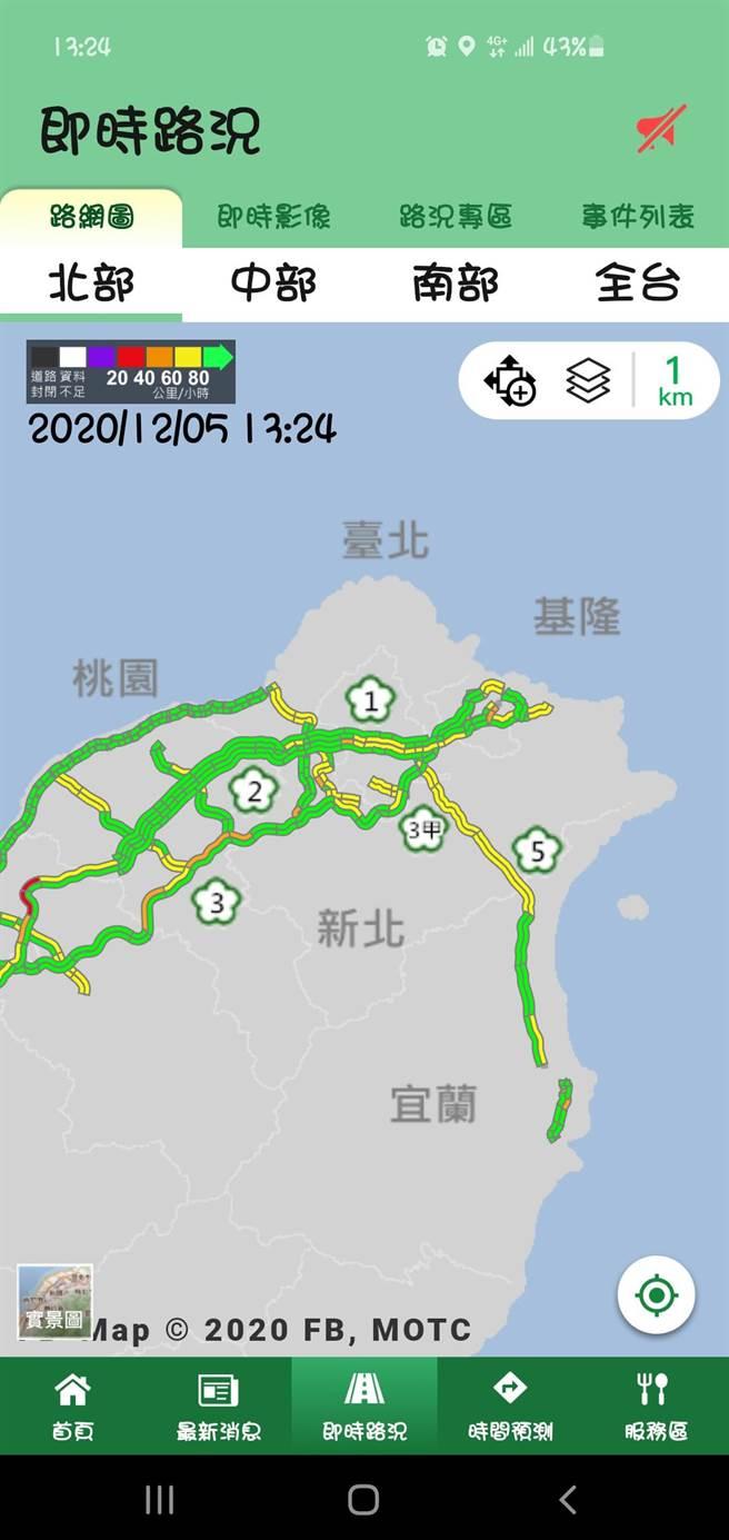 坪林行控中心副主任鄭印淞表示,車潮於今(5日)上午7時許湧入國道5號,目前全線黃線,平均時速可達60至80公里。(翻攝即時路況app)
