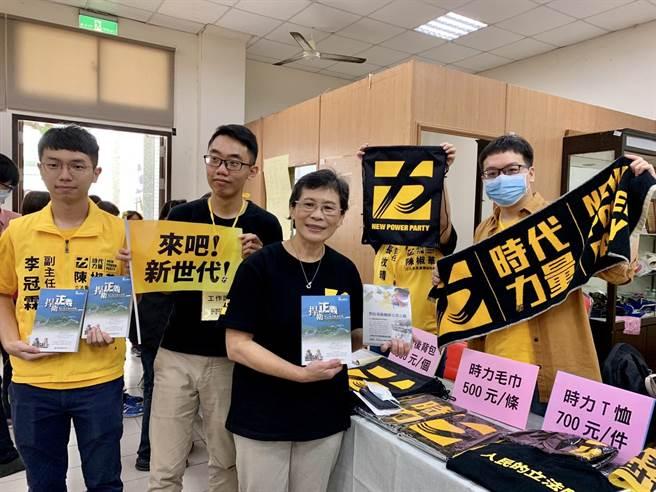 時代力量台南黨部5日下午在台南東區舉辦募款感恩餐會。(李宜杰攝)