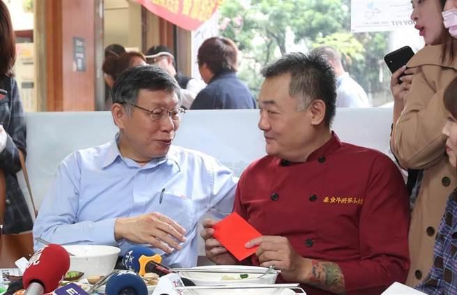 廖姓麵店老闆(右)表示陳女是成年人,要為言行負責。(本報資料照片)