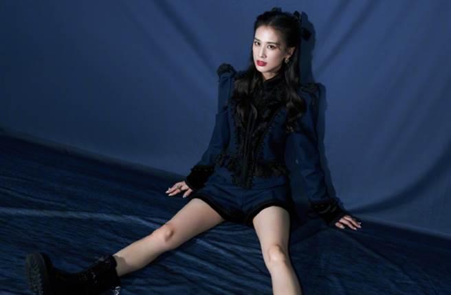 37歲大陸女星黃聖依因在周星馳電影《功夫》中飾演啞巴妹「阿芳」一角走紅。(圖/摘自微博@黃聖依)