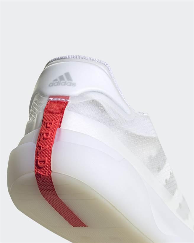 鞋面以高性能再生材質 PRIMEGREEN 搭配具疏水性(Hydrophobe)材質E-TPU (熱塑性聚氨酯)製成外殼。(圖/品牌提供)