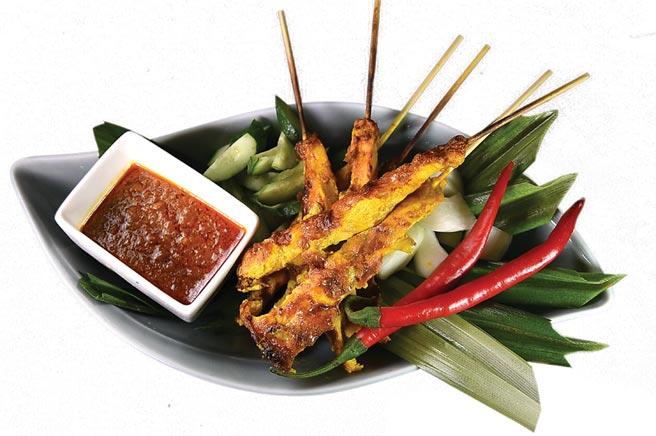 「亞洲風味料理區」,正宗馬來西亞的〈沙嗲〉可無限取食吃到飽。圖/姚舜