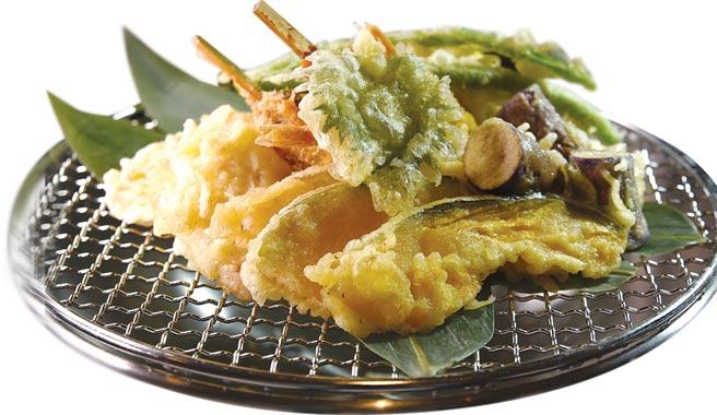 「日式天婦羅串炸區」,每個餐期提供至少七款以上經典天婦羅及關西串炸。圖/姚舜