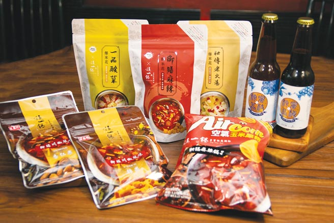 「這一鍋」聯名商品組合與知名品牌聯名零食,全聯獨家上市,一次滿足零食控最搶手的選擇。圖/這一鍋餐飲集團提供