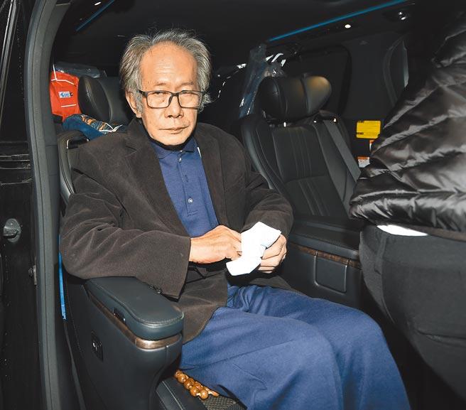 立法委員陳超明以500萬元交保後走出法院,搭上座車準備離去。(鄭任南攝)