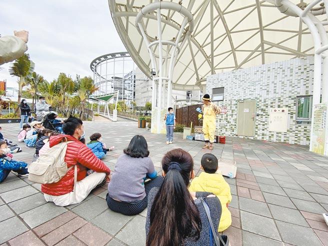 台北市議員張斯綱抨擊北捷,營運績效不好,還忙著發員工年終獎金,要求檢討獎金發放制度。(本報社資料照片)