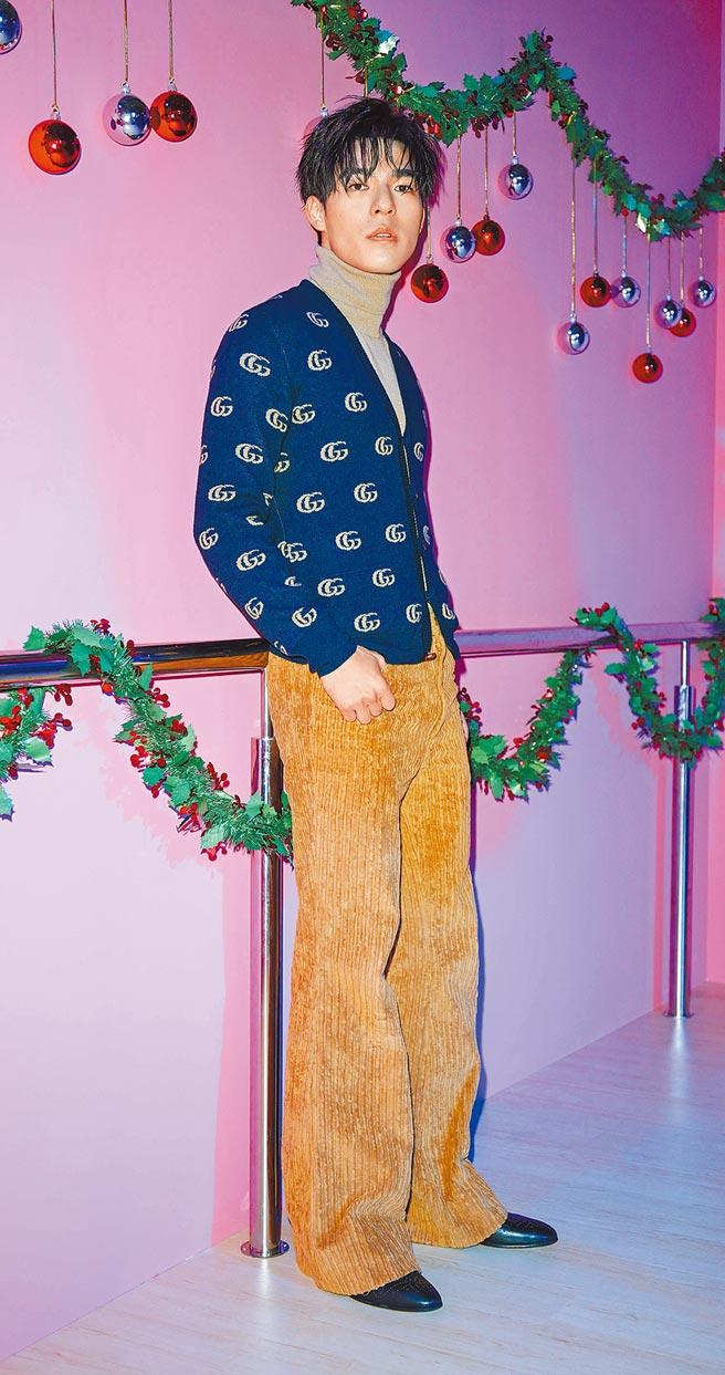 陳昊森說自己沒機會參加變裝派對,但自己也想辦一場。GG Logo羊毛開襟衫,3萬9000元;焦糖棕高領針織衫,4萬2500元;焦糖棕燈心絨長褲,4萬2000元。(吳松翰攝)