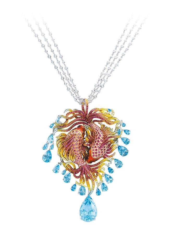蕭邦Red Carpet錦鯉項鍊,以白金鑲嵌紅寶石、彩色剛玉、海水藍寶石等。(CHOPARD提供)
