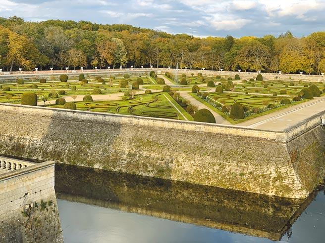 工坊系列以具人文藝術的香儂頌城堡與花園藝景為靈感。(CHANEL提供)