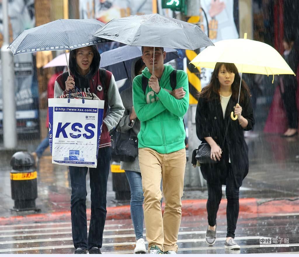 氣象局表示,本周北部、東半部都是濕涼有雨的天氣。(示意圖 資料照)