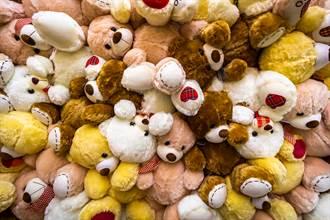 海關查扣布娃娃包裹 驚見內裡縫入10具動物屍