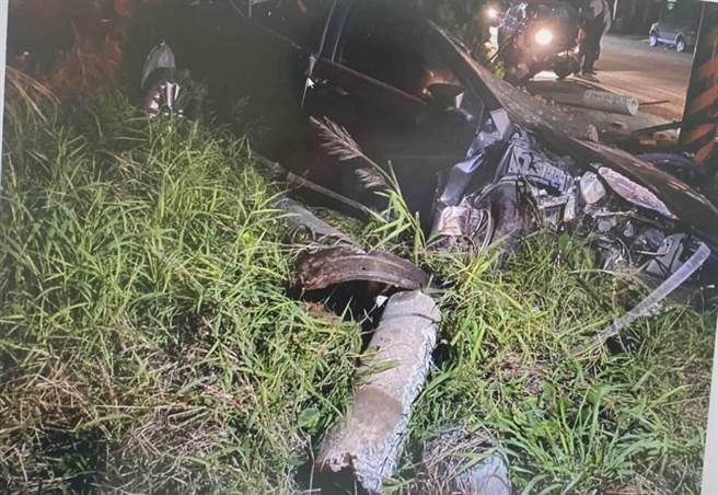 呂男的車被撞成廢鐵,一度受困車內。(翻攝照片/蔡依珍桃園傳真)