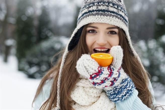 命理老師表示,透過養精神、調飲食、練形體、慎房事、適寒冷5招,可平安度過大雪日之後的寒冬。此為示意圖。(達志影像/shutterstock)
