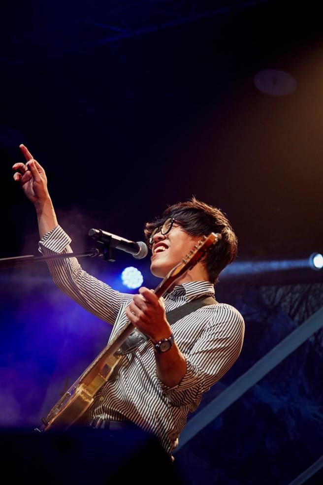 盧廣仲昨晚在台北華山Legacy開唱,帶來一連串經典歌曲。(添翼創越工作室提供)