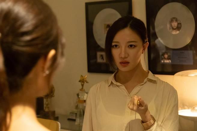 李杏在網劇《記憶浮島》演出腹黑經紀人。(貴金影業提供)