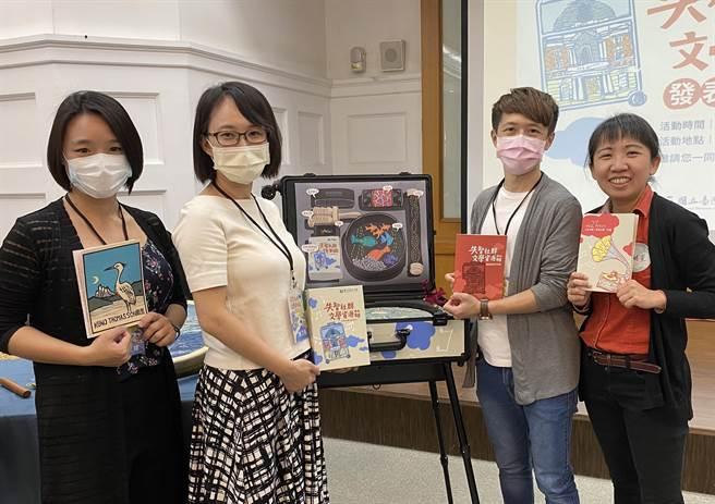 為了延緩失智症長者病況,國立台灣文學館首創「失智社群文學資源箱」。(台文館提供/李宜杰台南傳真)