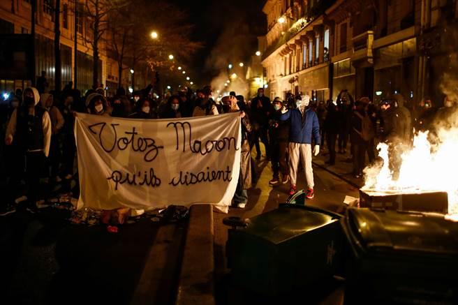 抗議整體安全法 巴黎連兩週末示威爆警民衝突(圖/路透)
