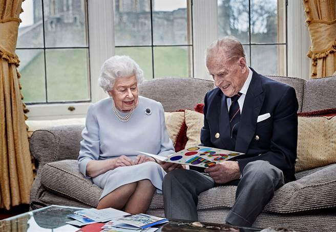 英媒:英女王夫婦數周內接種疫苗 可起帶頭作用(圖/路透)