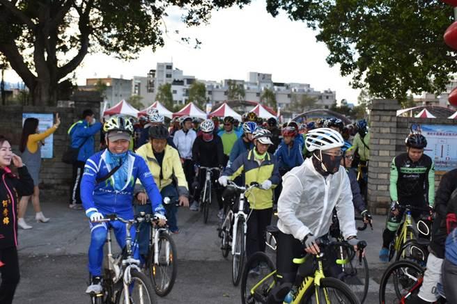 竹南鎮6日清晨舉辦千人自行車輕旅活動。(竹南鎮公所提供/謝明俊苗栗傳真)