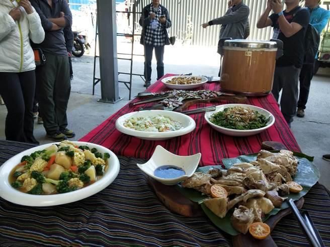 獵人餐吃到當地的鮮甜蔬菜。(陳淑娥攝)