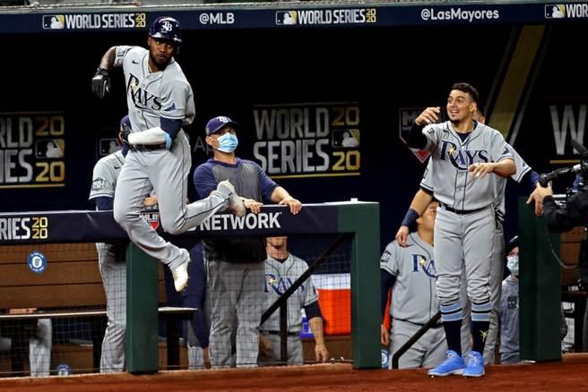 MLB光芒隊球員慶祝全壘打。(達志影像)