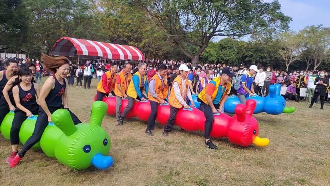 雲林縣家扶在虎尾鎮舉辦歲末園遊會,加強防疫打造兒童Fun心遊樂園。(雲林家扶提供/張朝欣雲林傳真)