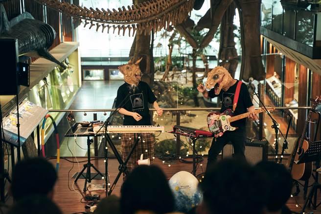 脆樂團在國立臺灣博物館古生物館開唱。(好多音樂提供)
