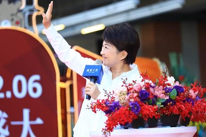 國民黨表示,市長盧秀燕民調倒吃甘蔗越來越好,不管競爭對手是誰,政績就是最好的民意。 (盧金足攝)