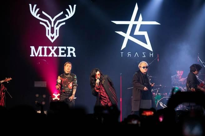 麋先生5日在高雄LIVE WAREHOUSE開唱,邀請樂團TRASH擔任嘉賓。(相信音樂提供)