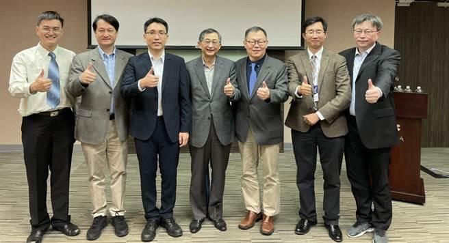 陽明大學與交通大學今天共同舉辦「智慧醫療論壇」。(陽明交大提供/林志成台北傳真)